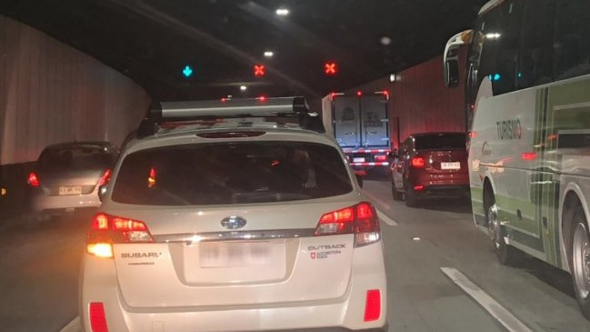 Sigue alta congestión tras accidente en Costanera Norte