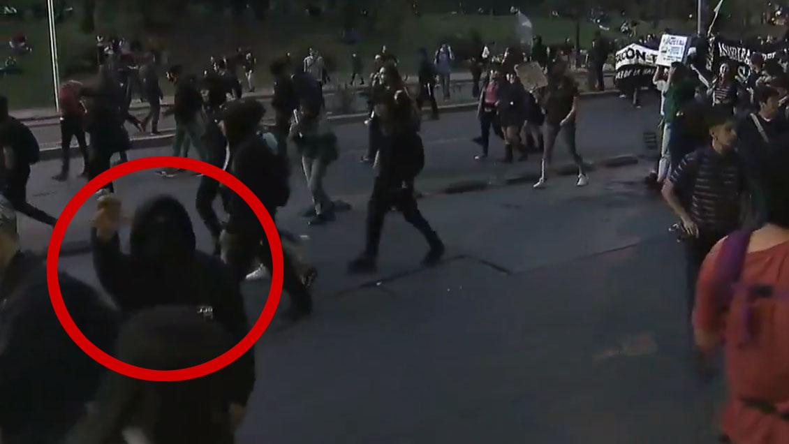 Encapuchados agredieron a equipos de prensa en marcha por el clima