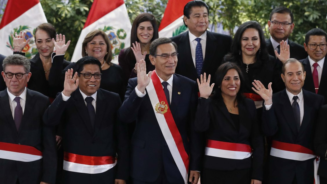 Vizcarra tomó juramento a nuevos ministros en medio de crisis política
