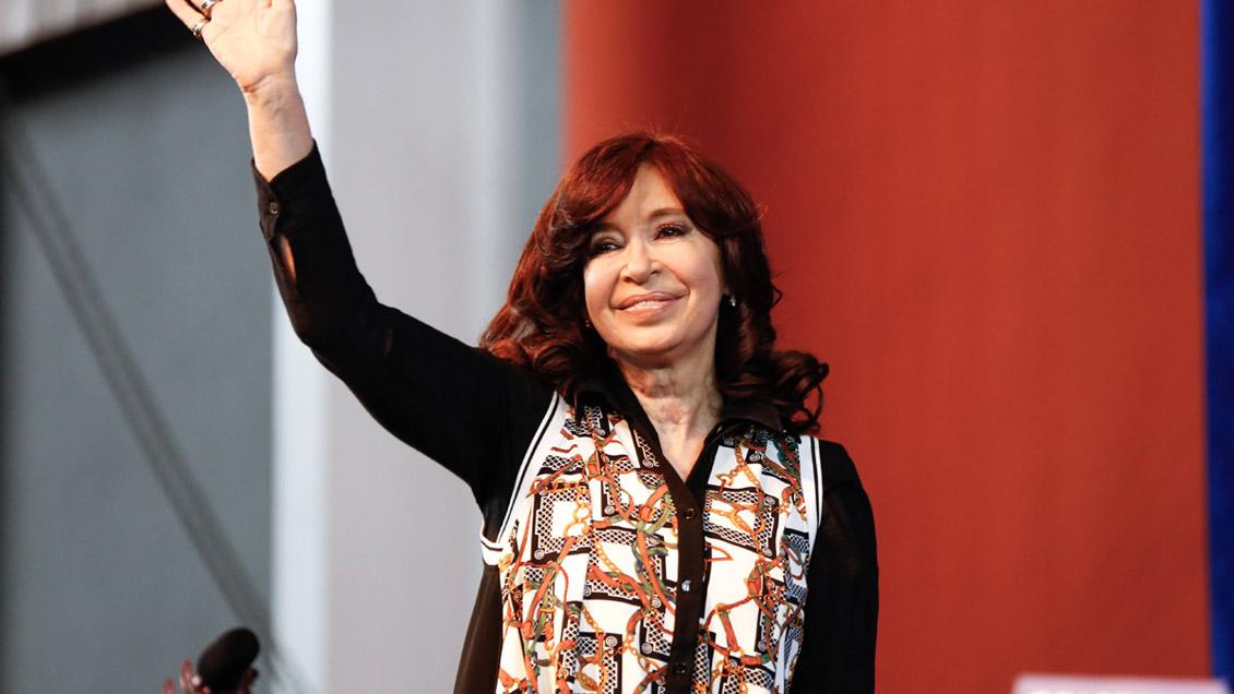 Cristina Fernández retomó la campaña y arremetió contra el modelo de Macri