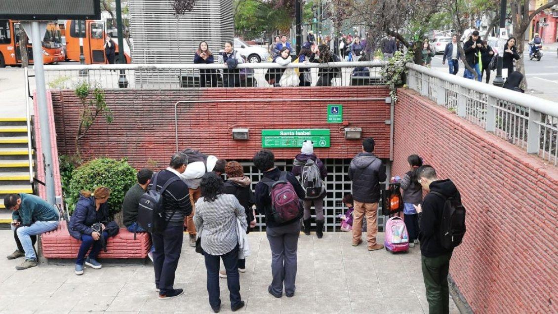 Manifestación de secundarios obligó a cerrar estaciones del Metro