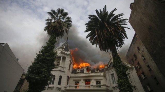 Incendio afecta a la Universidad Pedro de Valdivia en Providencia - Cooperativa.cl