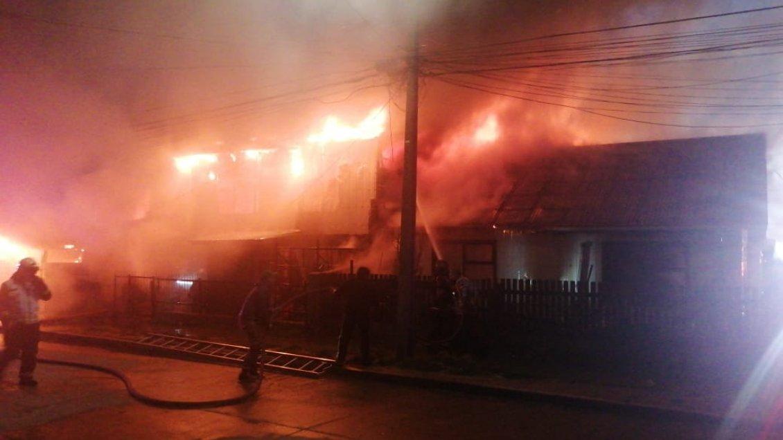 Incendio dejó una mujer fallecida y cuatro casas destruidas en Punta Arenas - Cooperativa.cl