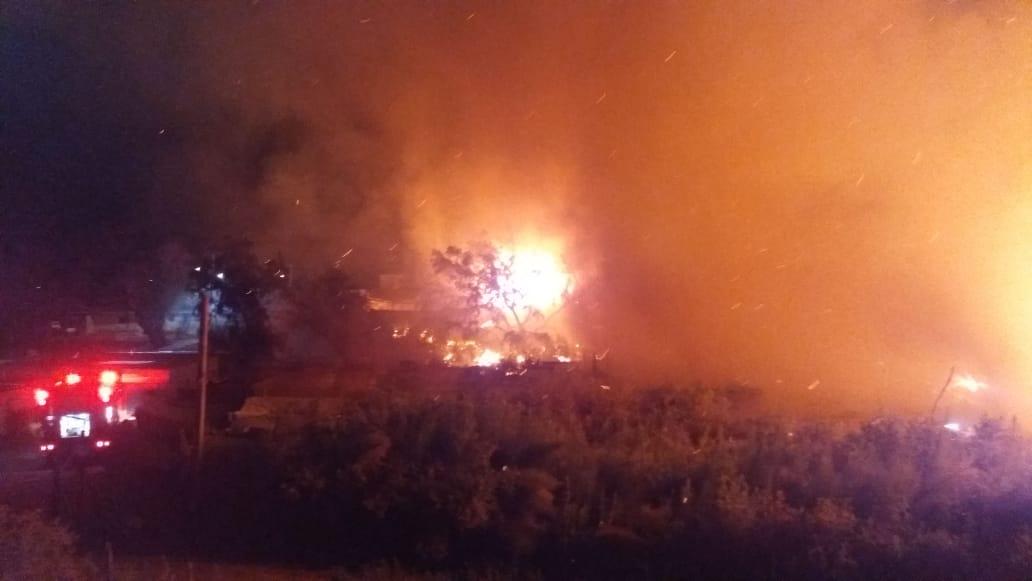 Incendio arrasó con cuatro viviendas en poblado de Tarapacá - Cooperativa.cl