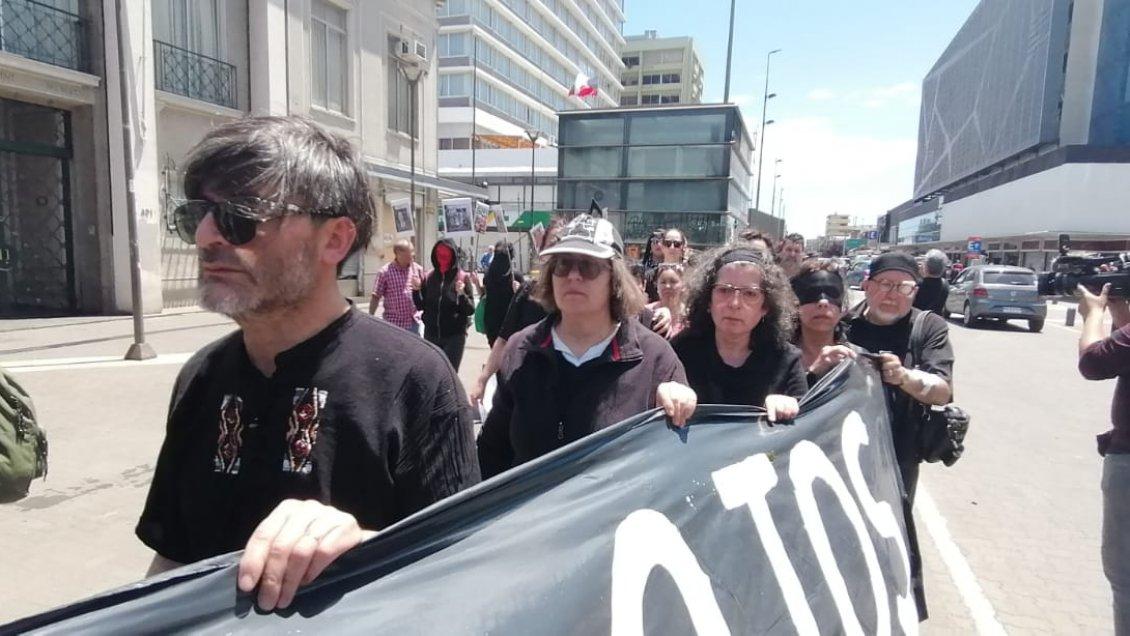 """Concepción: Movimiento Contra la Tortura """"Sebastián Acevedo"""" marchó en homenaje a los heridos oculares - Cooperativa.cl"""