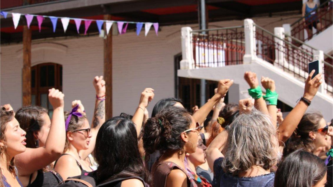 Coordinadora 8M llama a huelga para el Día de la Mujer y pide salida de Plá y Piñera