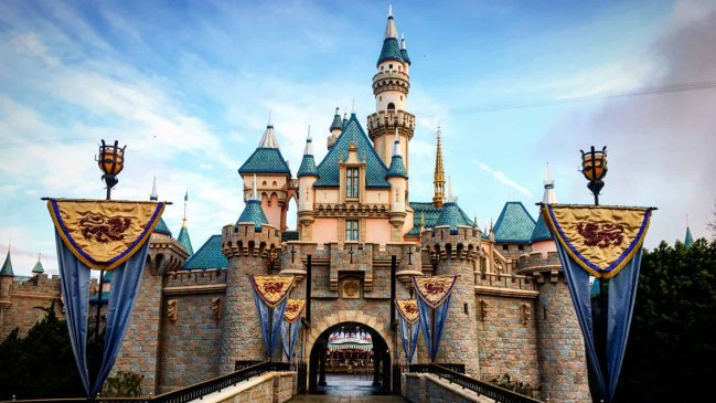 Disneyland y Disney World fueron cerrados indefinidamente