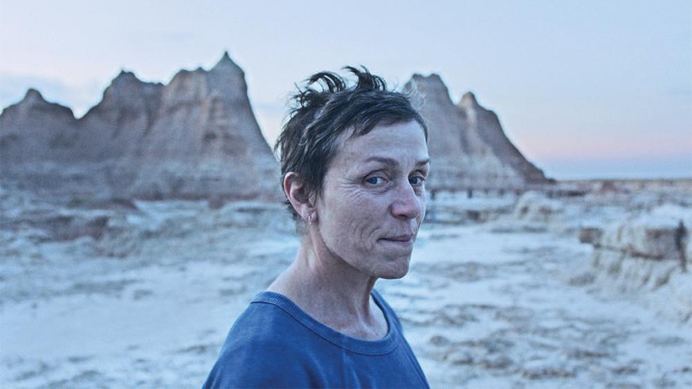 """Video] """"Nomadland"""": La película de Frances McDormand que emociona a Venecia  - Cooperativa.cl"""