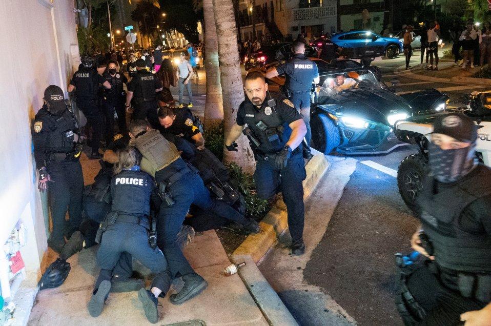 Fotos Descontrol durante el receso universitario en Miami derivó en un  toque de queda - Cooperativa.cl
