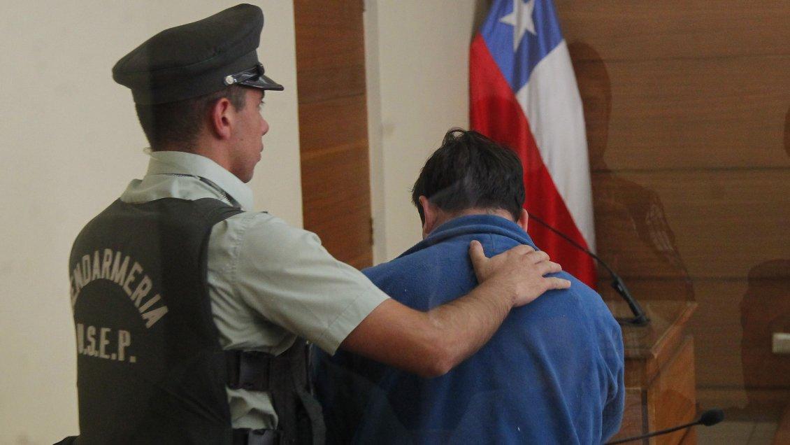 Fiscalía pide cadena perpetua para ex sargento de la Armada por violación de su hija
