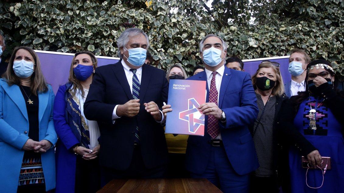 Chahuán asumió liderazgo de RN y anunció libertad para apoyos presidenciales