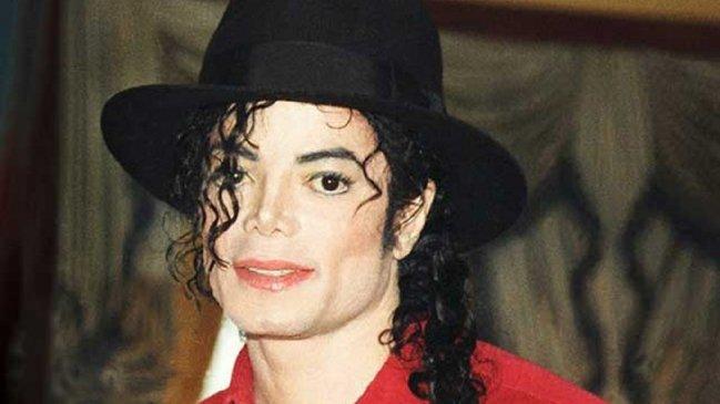 """Él me propuso y le dije que sí"""": Mujer asegura estar casada con fantasma de Michael Jackson - Cooperativa.cl"""