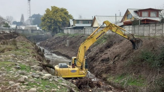 Avanza limpieza de 11 kilómetros de esteros y canales en Chillán y Chillán Viejo