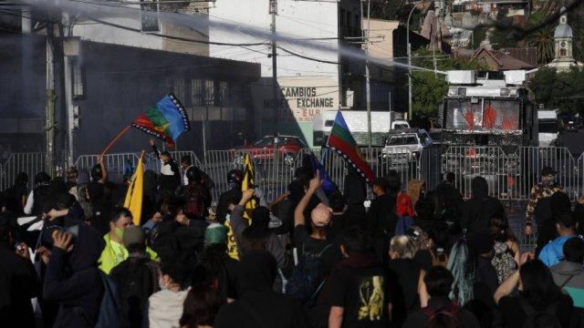 Plaza de La Victoria centró las manifestaciones en Valparaíso